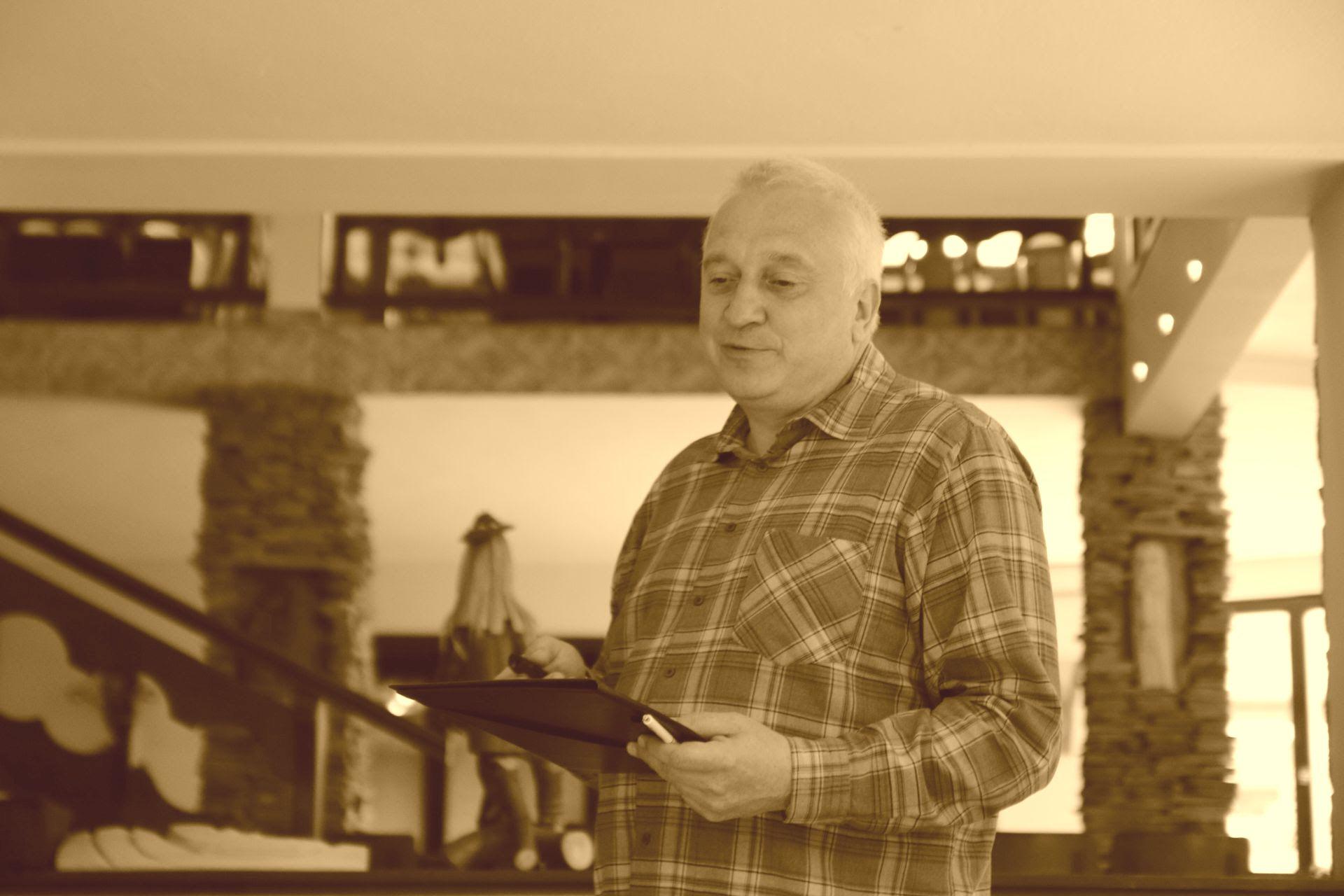 Ks. drhab. Grzegorz Bugajak, prof.UKSW wygłaszający referat pt.Gdzie podziała się dusza? wczasie XI Warsztatów Filozofii Przyrody (Pasierbiec, 22 VI – 25 VI 2017) (fot.AZ)