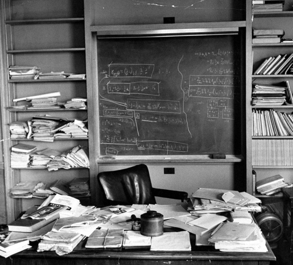 Zdjęcie przedstawia gabinet Alberta Einsteina 18 kwietnia 1955 roku - wdniu jego śmierci. /Fot. Ralph Morse - Time & Life Pictures - Getty Images/